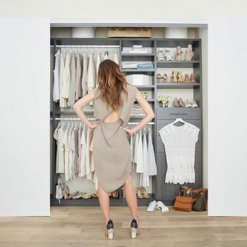 Jak si uklidit váš šatník, aby byl vždy přehledný – metoda Marie Kondo