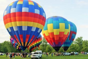 Adrenalinový dárek, aneb let balónem a tandemový seskok