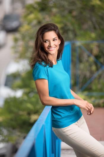 Jednobarevná trička dokáží s outfitem zázraky