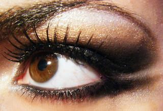 Jak nalíčit oči? Tipy na líčení očí různých velikostí